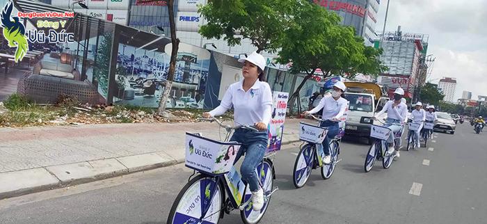 Đoàn roadshow gây sự chú ý với người dân Đà Nẵng