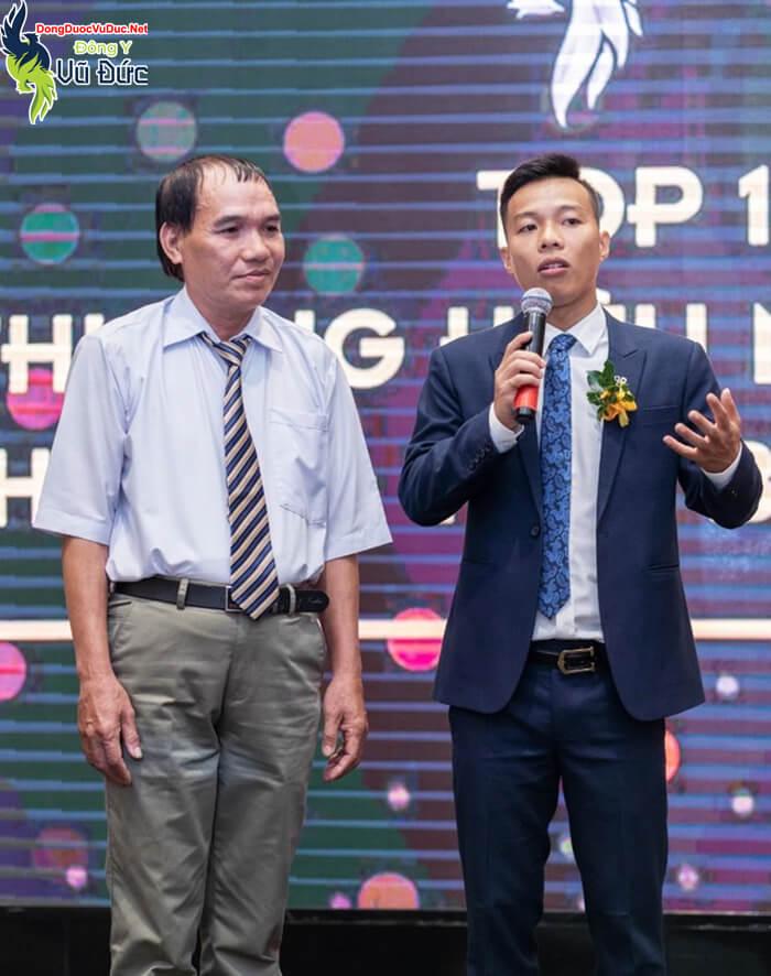 """Anh Đặng Xuân Lộc cùng lương Y Vũ Đức tại """"Vinh danh top 10 thương hiệu châu Á, Thái Bình Dương"""""""